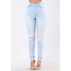💜2/40$💜Light Highwaisted distressed skinny jeans